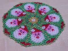 CENTRINI DI PERLINE - Mille idee - Веб-альбомы Picasa Yule Crafts, Diy And Crafts, Beading Projects, Beading Tutorials, Beaded Christmas Ornaments, Christmas Crafts, Beaded Crafts, Beaded Jewelry Patterns, Egg Decorating