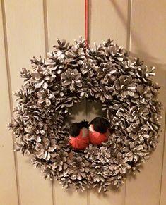 Oman pihan kävyistä jouluksi Christmas Wreaths, Holiday Decor, Home Decor, Decoration Home, Room Decor, Advent Wreaths, Interior Decorating