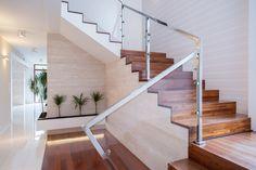 Uno de los productos estrella de Maderas Ramos son las escaleras de interior en madera en múltiples formas y dimensiones adaptables a cada caso específico.