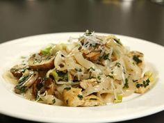Wir haben die Slim Pasta für euch gestestet und leckere kalorienarme Rezepte entwickelt. Hier ist unser Rezept fürFettuccine mit Hähnchen-Pilz-Rahm. http://www.fuersie.de/kitchen-girls/rezepte/blog-post/rezept-fuer-slim-pasta-mit-haehnchenbrust