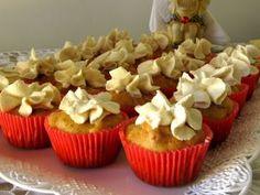 Cupcake salgado de blanquet com milho e cobertura de requeijão de tofu