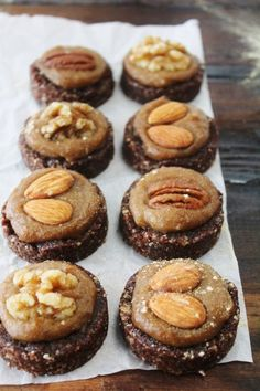 This Rawsome Vegan Life: Almond Cacao Cookies with Salted Maca Caramel. We have all of the ingredients on hand, I NEED to make this very soon! Raw Vegan Desserts, Brownie Desserts, Raw Vegan Recipes, Vegan Dessert Recipes, Vegan Treats, Vegan Foods, Vegan Raw, Drink Recipes, Vegan Vegetarian