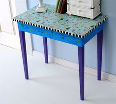 How to upcycle a table w/ fabric and mod podge!