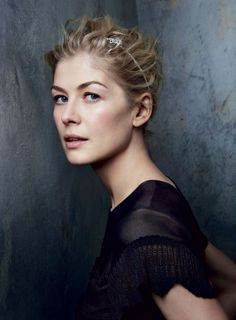 """Rosamund Pike on Filming Jack Reacher With Tom Cruise: """"The Chemistry is Buzzing"""" 