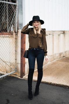 57 mejores imágenes de Outfit con sombrero  8deb5edd0f5