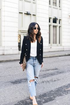 How To Wear The Kick Cropped Flare Jeans - The Closet Heroes