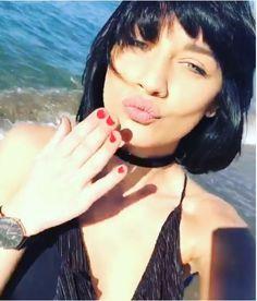 Jessica Vella femme fatale a Natale, nuovo taglio di capelli per l'ex gieffina