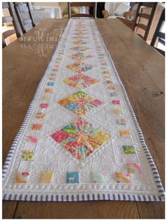 happy table runner | Craftsy