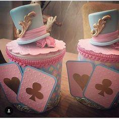 Alice no pais das maravilhas Circus Birthday, 15th Birthday, Circus Party, Alice In Wonderland Decorations, Alice In Wonderland Cakes, Alice In Wonderland Tea Party Birthday, Farm Themed Party, Frozen Decorations, Carousel Party