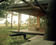 low-impact and nicely integrated into the landscape - from Swedish photographer Patric Johansson's book 'Arkitektens Fritidshus' (The Architect's Holiday House). Outdoor Spaces, Outdoor Living, Indoor Outdoor, Cabins In The Woods, My Dream Home, Porches, Future House, Interior And Exterior, Architecture Design