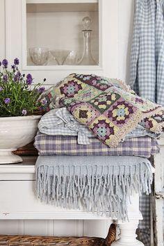 Granny square blanket @ VIBEKE DESIGN