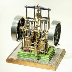 5 - Zweizylinder Vertikalmaschine für Raddampfer, vor 1850 / Model steam engine