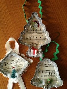 Xmas Cookie cutters & Xmas sheet music with ribbon ornaments