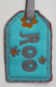 Name luggage tag: felt and freehand machine embroidery