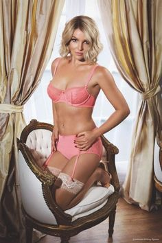 Hilary Blonde: Intimate Britney Spears Collection primavera-verano 2015