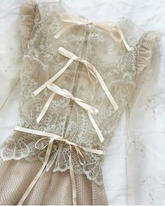 Vintage wedding dress lace inspiration New Ideas Vestidos Vintage, Vintage Dresses, Vintage Prom, Wedding Vintage, Vintage Lace, Trendy Dresses, Prom Dresses, Event Dresses, Look Boho
