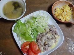 豚肉のレンジ蒸し、とろけるチーズ乗せ・娘特製炒り玉子、味噌汁