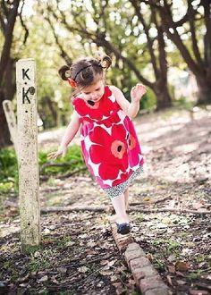 """Naaipatroon voor """"Outdoor dress"""". Een jurkje voor de tuin, heldere hemel en zonnige dagen."""