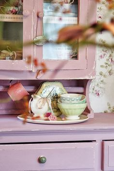 20 Shabby Chic Style Ideas That Will Captivate You. # 6 Is Pure Perfection. Rose Cottage, Shabby Cottage, Cottage Style, Lavender Cottage, Garden Cottage, Shabby Chic Kitchen, Shabby Chic Style, Shabby Chic Furniture, Painted Furniture