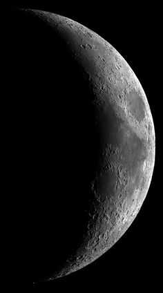 10 tips for photographing the moon Photography Cheat Sheets, Moon Photography, Photography Photos, Photographing The Moon, Shoot The Moon, Moon Photos, Beautiful Moon, Photo Tips, Moon Moon