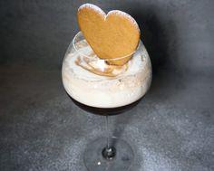 Hej finingar!! Hur gott ser inte detta ut? Irish Coffee toppad med juldoftande chaigrädde & pepparkaka♥ Jag kan säga att alla glasen var helt tomma efter att jag bjöd på denna härligt...