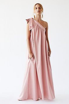 Women's maxi dresses for any occasion. Shop Free People's selection of black & white maxi dresses, floral maxi dresses & lace maxi dresses. Estilo Hippie, Colored Wedding Dresses, Mode Inspiration, Free People Dress, Designer Dresses, Fashion Dresses, Dress Up, Bridesmaid Dresses, Prom Gowns
