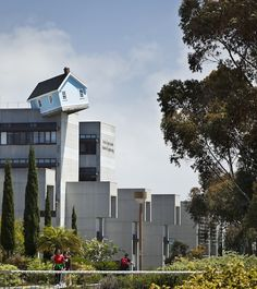 """Do Ho Suh's """"Fallen Star"""" Sculpture – A House On The Edge Of A House (8 Pictures) > Baukunst, Design und so, Fashion / Lifestyle, Installationen, Sculptures, urban art > do ho suh, fallen star, house on house, korea, sculpture, ucsd"""