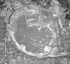 Berlin 1945 Flughafen Tempelhof im März '45. Deutlich zu erkennen, die zahlreichen Bombenkrater.