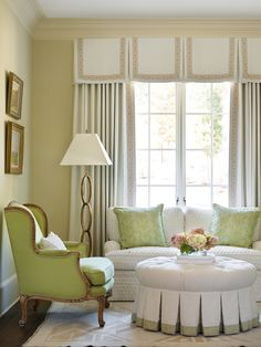 Tips & Tricks on Choosing a Minimalist Curtains. Tips & Tricks on Choosing a Minimalist Curtains. Order or buy curtains should not be haphazard. In addition to choosing an experienced curtain-mak. Minimalist Curtains, Casa Magnolia, Box Pleat Valance, Bedroom With Sitting Area, Custom Window Treatments, Traditional Window Treatments, Traditional Bedroom, Traditional Homes, Traditional Kitchens