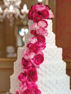 ホテル椿山荘東京(Hotel Chinzanso Tokyo)  Wedding Cake 色やデザインにこだわってふたりらしいウエディング・ケーキを