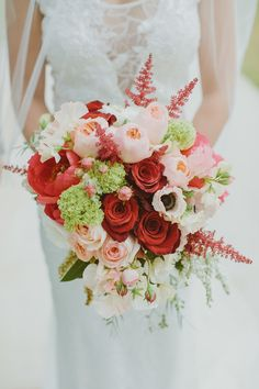 Romantic bouquet | Photography: I Love Wednesdays - ilovewednesdays.com  Read More: http://www.stylemepretty.com/australia-weddings/2015/06/09/modern-outdoor-kings-park-spring-wedding/