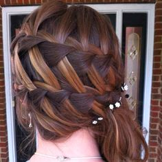 So beautiful to show the streaks in your hair.