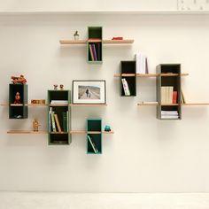 """Imaginée par l'architecte Olivier Chabaud pour Edition Compagnie, l'étagère """"Max"""" se présente comme une petite sculpture de pixels à poser sur un mur. ..."""
