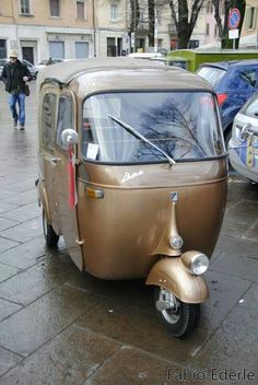 Piaggio APE Boilermaker gold, a little black trimm Scooters Vespa, Motos Vespa, Vespa Ape, Scooter Motorcycle, Motor Scooters, Mini Car, Mini Bike, Lml Star, Bajaj Auto