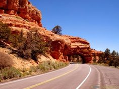 #Natural #Tunnel near #BryceCanyon #NationalPark in #Utah #Road #Trip #USA - more on www.travel-photographs.net