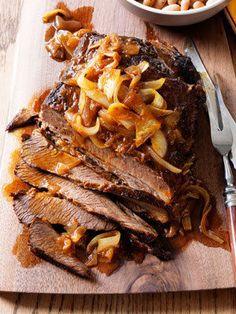 Healthy slow cooker recipes: BBQ Beef Brisket and Beans Slow Cooker Brisket, Crock Pot Slow Cooker, Slow Cooker Recipes, Crockpot Recipes, Cooking Recipes, Healthy Recipes, Slow Cooking, Bbq Brisket, Cooking Ideas
