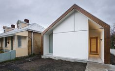 Inner Sandy Bay house / Maria Gigney