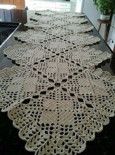 One of the most beautiful crochet works I have ever seen. Crochet Tablecloth Pattern, Crochet Bedspread, Granny Square Crochet Pattern, Crochet Squares, Crochet Motif, Crochet Designs, Crochet Stitches, Crochet Patterns, Diy Crafts Crochet