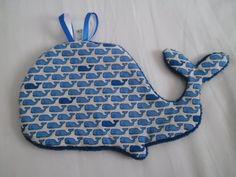 """Un joli doudou plat baleine tout doux. Dans les tons de bleu.  Tissu 100% coton, doublé de tissu """"doudou"""".  Environ 25 x 15 cm.  Lavage à 30° en machine, pas de sèche li - 15208331"""
