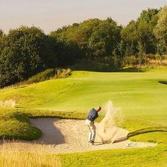𝗪𝗶𝘀𝘁 𝗷𝗲 𝗱𝗮𝘁...de golfbaan van International Golf Maastricht, De Maastrichtsche, letterlijk om Dormio Resort Maastricht heen ligt?⛳️ Het is één van de hoogstgelegen golfbanen van Nederland met prachtige vergezichten over Nederland en België. 🏞 Wie nodig jij uit voor een potje golf? 🏌️♂ Tag hem of haar hieronder.. 👇🏻