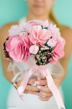 Buquê de tecido, uma lembrança pra toda vida!  http://elo7.com.br/buque-de-flores-de-tecido-pequeno/dp/2A0774