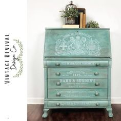 Vintage Revival Design Co. used Vintage Duck Egg, Joyful, Saffron Thread, and Higgins Lake to create this beautiful blended finish. Isn't it lovely?!? www.wiseowlpaint.com #wiseowlpaint #painted #furniture #secretary #desk #blended #vintageduckegg