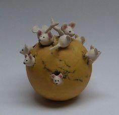 Risultati immagini per keramiek beelden dier Pottery Animals, Ceramic Animals, Clay Animals, Polymer Clay Projects, Polymer Clay Art, Clay Crafts, Pottery Bowls, Ceramic Pottery, Pottery Art