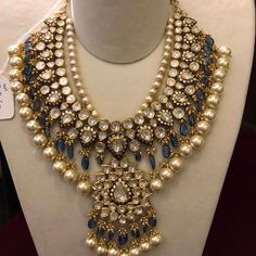 Fulfill a Wedding Tradition with Estate Bridal Jewelry Indian Jewelry Sets, Indian Wedding Jewelry, Bridal Jewelry, Indian Bridal, Gold Jewelry, India Jewelry, Bridal Necklace, Gold Necklace, Jewelry Design Earrings