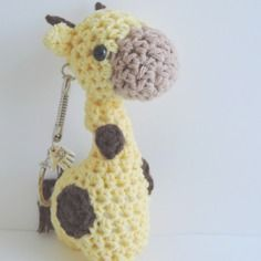 Porte clés girafe jaune et marron crochet amigurumi kawaii