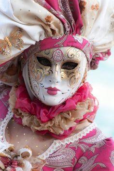 Venetian Costumes, Venetian Carnival Masks, Carnival Of Venice, Venetian Masquerade, Masquerade Ball, Costume Venitien, Venice Mask, Cool Masks, Beautiful Costumes