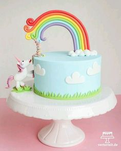 A slightly different unicorn cake + picture instructions ›vertortelt.de A unicorn cake . Unicorn Birthday Parties, Unicorn Party, Birthday Cake, Fairy Birthday, Funny Unicorn, Special Birthday, Rainbow Unicorn, Cake Designs For Kids, Decoration Patisserie