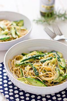 Espaguetis con calabacín, limón y parmesano | 27 recetas de pasta sustanciosas y deliciosas