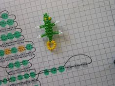 [TUTO] [DIY] Crocodile in seed beads. In this tutorial, you will learn the technique to make a small crocodile beaded rock. Diy Gift Bags Paper, Paper Gifts, Seed Bead Tutorials, Beading Tutorials, Perler Bead Art, Sewing Blogs, Beaded Animals, Pony Beads, Bracelet Tutorial