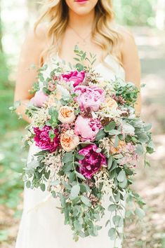 Bouquets with the Wow Factor: 21 Oversized Bridal Bouquets. #wedding #flowers #brides #floral #women's  #weddingideas #flowerarrangements #bridesmaid